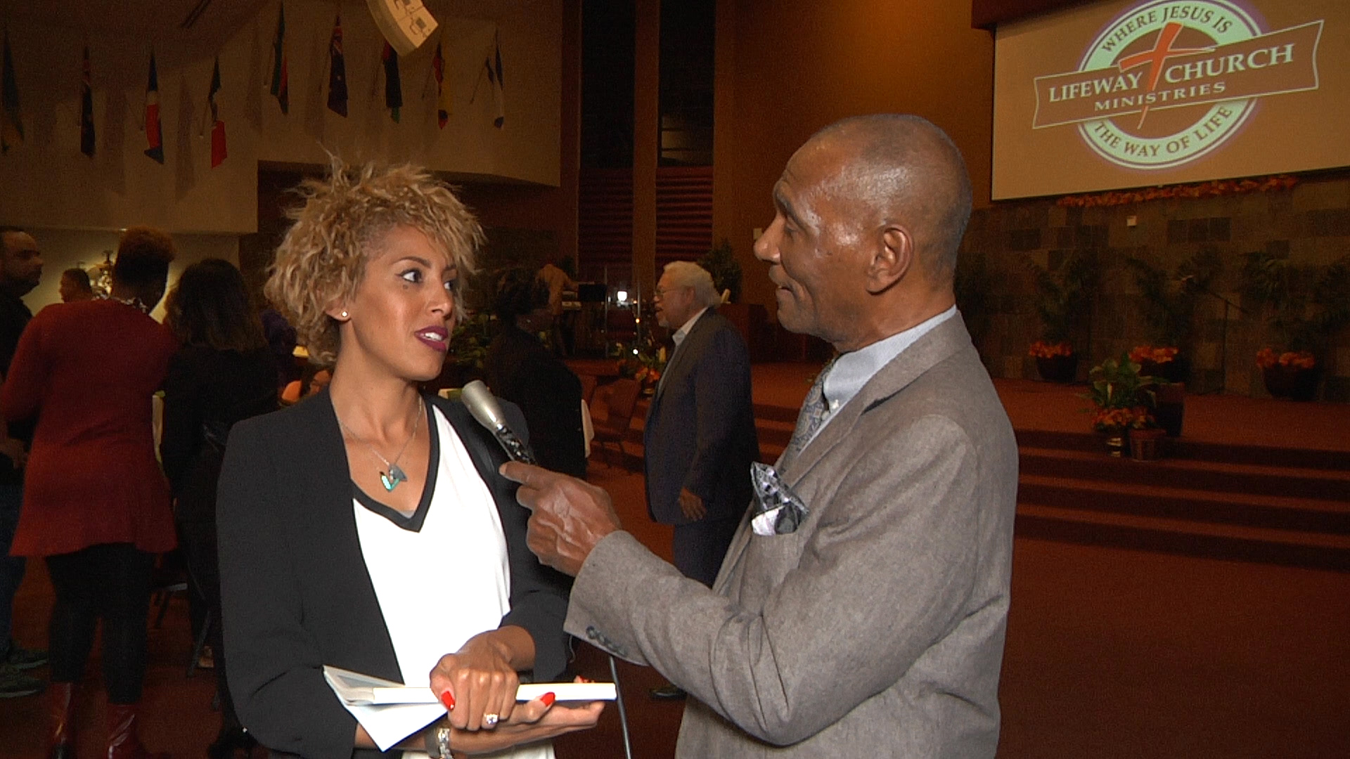 wallace-allen-interviews-serinity-martin-at-empowerment-event-on-11-4-2016